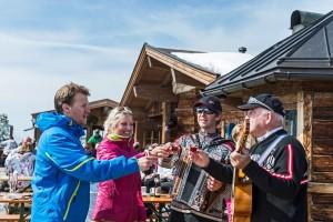 Geselliges Beisammensein und Hüttengaudi gehören ebenfalls zum Skifahren. Auch in Scheffau.