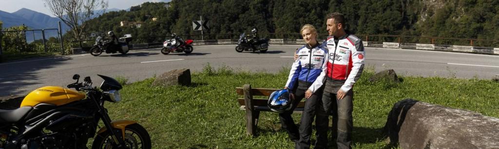 Kurz mal Pause machen beim Motorradfahren. Ein bisschen die Landschaft genießen und durchatmen.