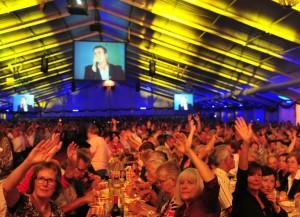 Das Festzelt begeistert die Gäste nicht nur aufgrund seiner wunderschönen Atmosphäre